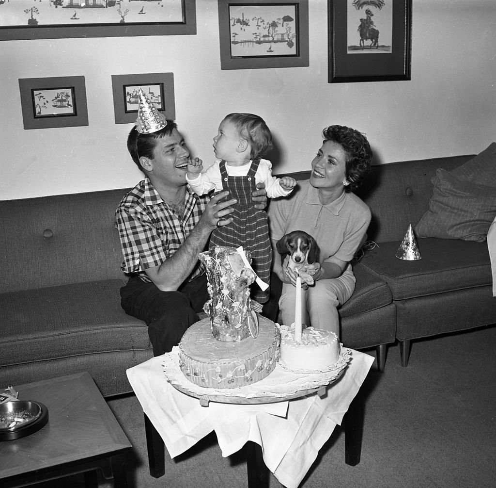 Jerry Lewis backstage at the RKO Palace Theater with his wife Patti Palmer and son Scott Anthony Lewis on Broadway on February 7, 1957 in New York   Photo: Getty Images