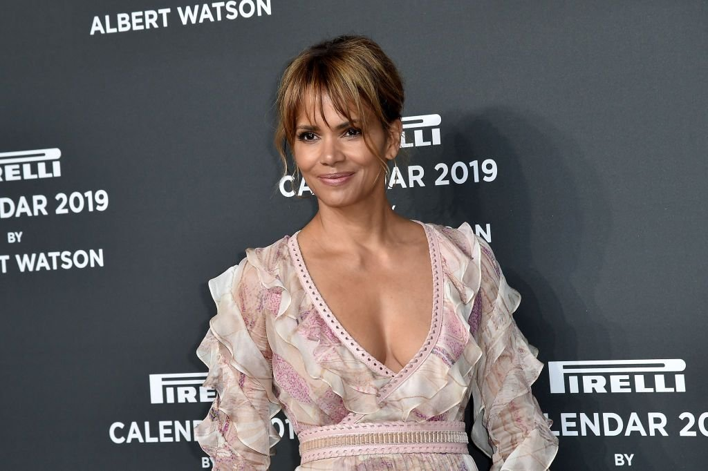 Halle Berry on the red carpet ahead of the 2019 Pirelli Calendar launch gala at HangarBicocca on December 5, 2018 | Photo: Getty Images