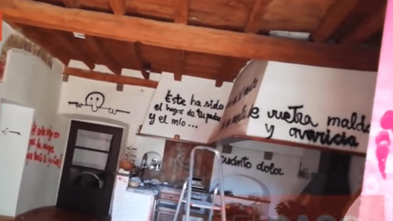 Paredes de la casa con mensajes para la familia. Fuente: YouTube / El Caso