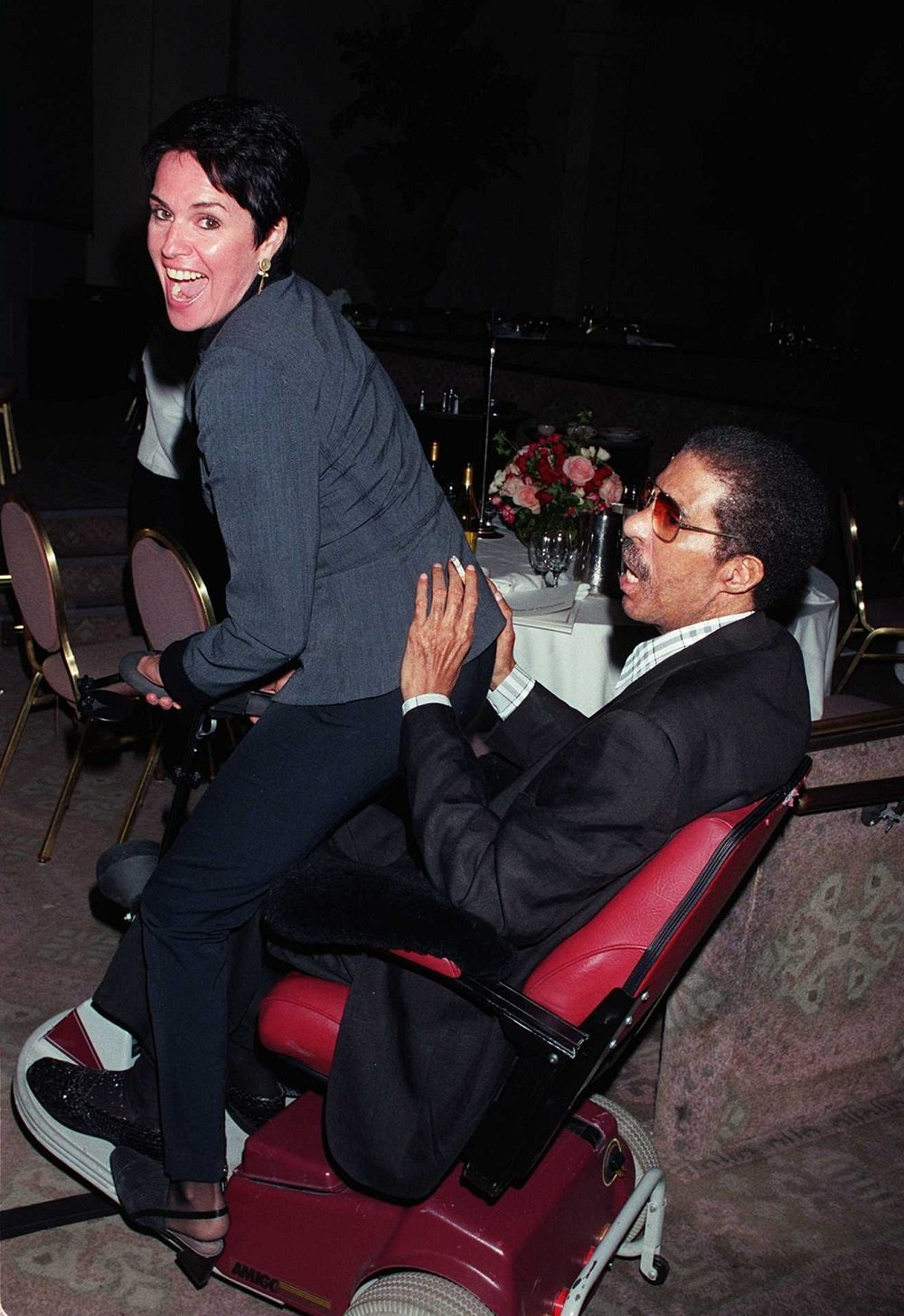 Richard Pryor and Jennifer Lee at a Multiple Sclerosis Society ceremony in Hollywood, California in September 1995 | Source: Getty Images