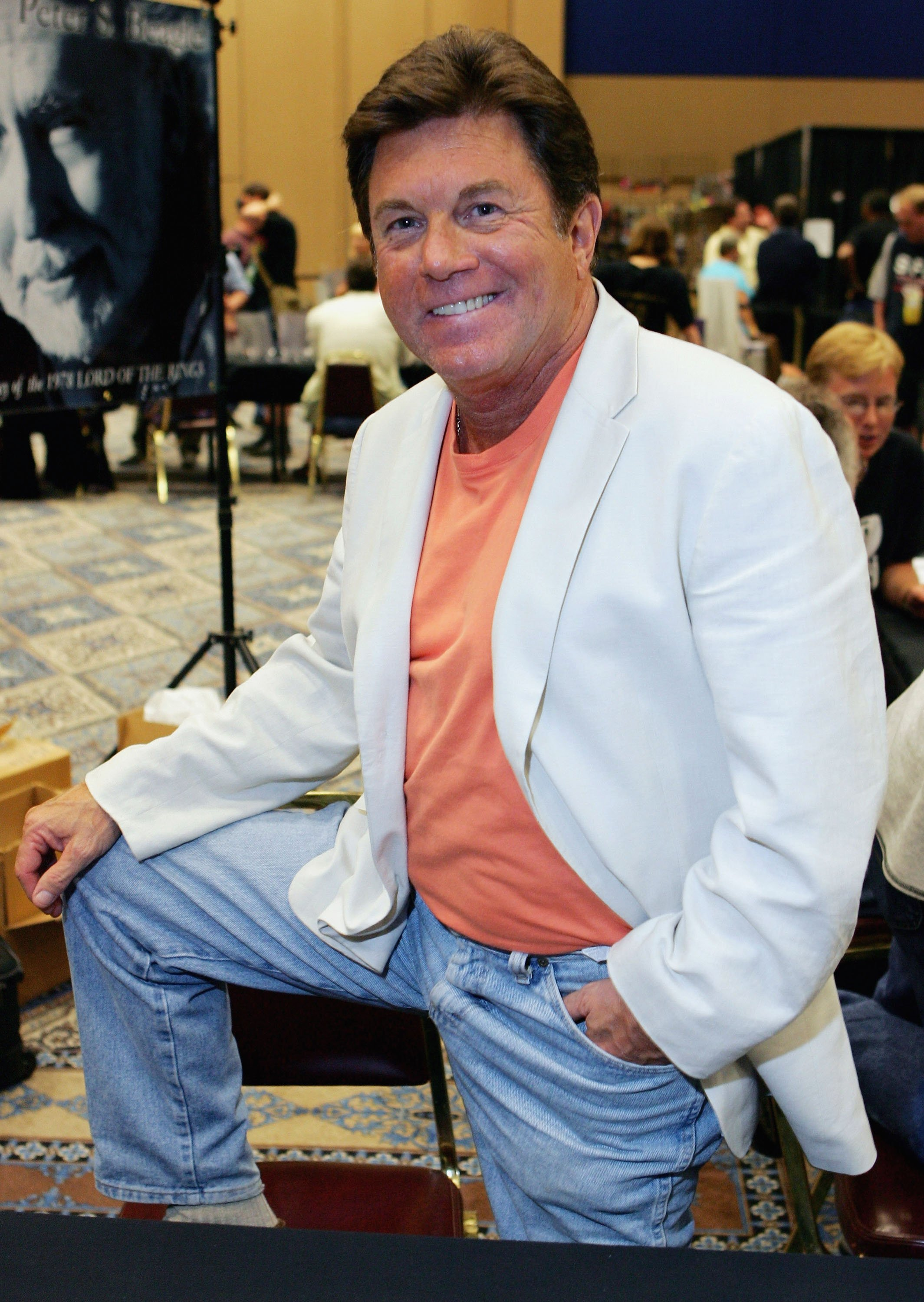 Larry Manetti poses at the Star Trek convention at the Las Vegas Hilton August 11, 2005 | Photo: GettyImages