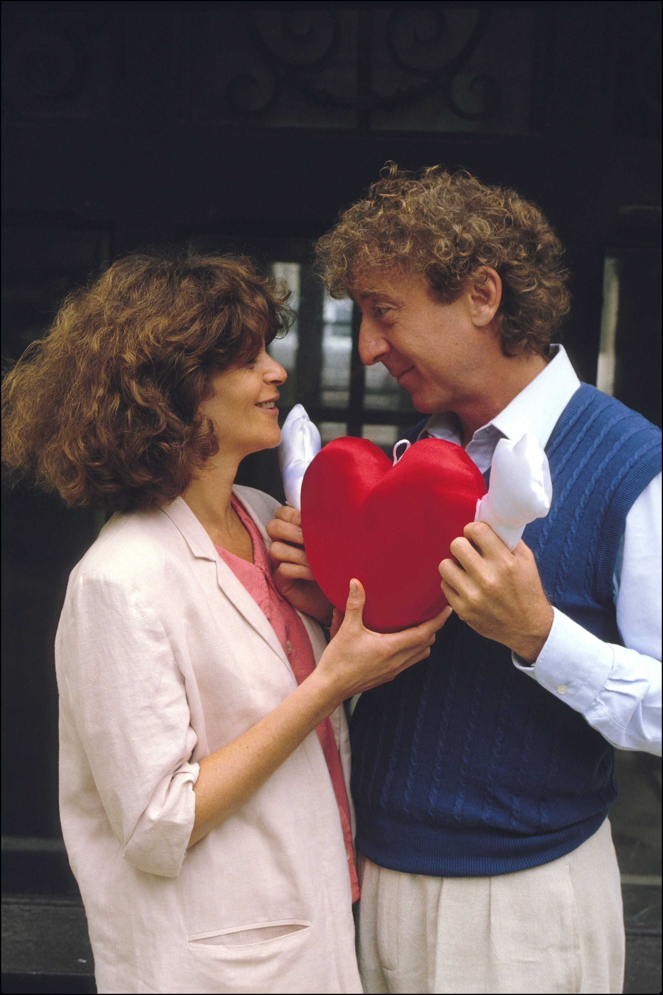 Wilder and Radner holding a red heart together during the 1980s. | Photo Getty Images
