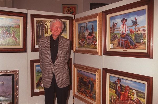 Buddy Ebsen stands in front of his artwork displayed at a Beverly Hills art gallery. | Source: Getty Images