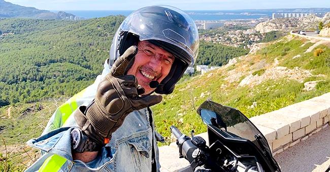 Jean-Luc Reichmann poste une photo à moto. Il a déjà frôlé la mort sur ce véhicule