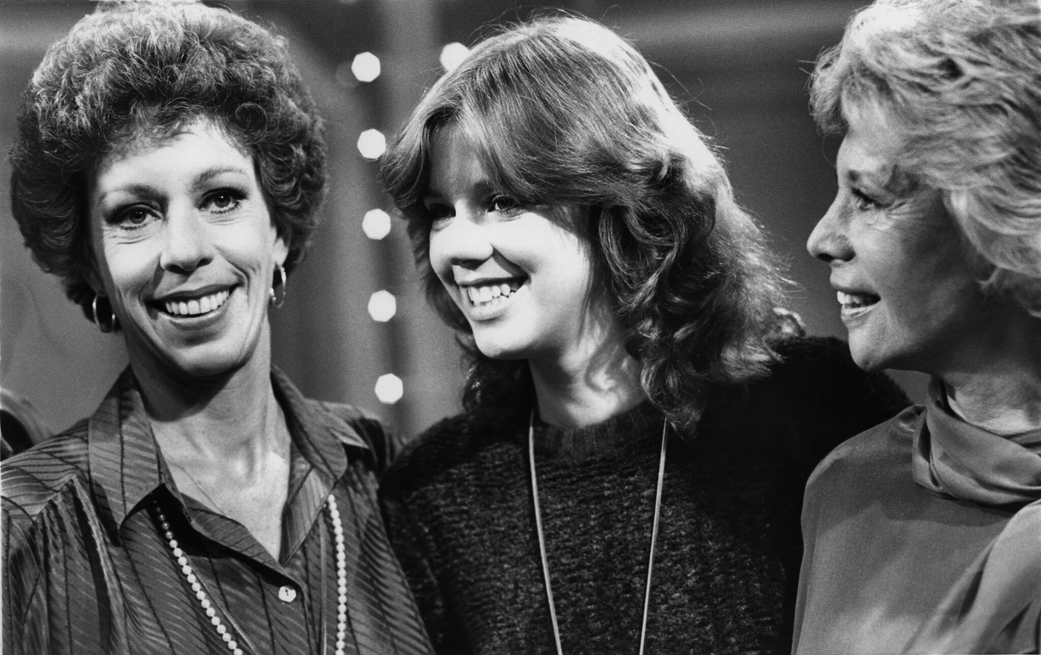 Carol Burnett, (left) and her daughter Carrie Hamilton (center) join Dinah Shore for the taping of the 'Dinah and Friends' show on October 23, 1979. | Source: Getty Images