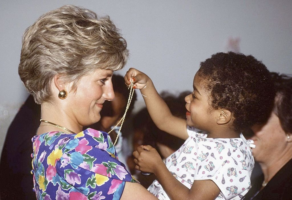 Princess Diana holding a child during a visit to a hostel for abandoned children on April 24, 1991 in Sao Paolo, Brazil. | Source: Getty Images
