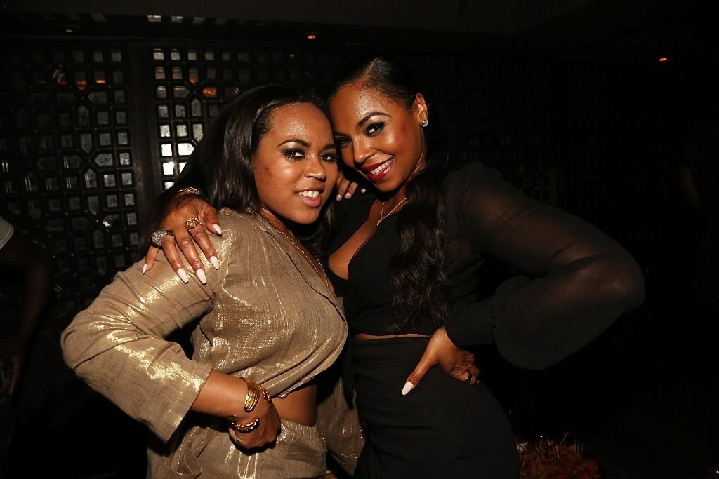Ashanti (r) and her sister, Kenashia Douglas at the latter's birthday party hosted by the singer in April 2015.   Photo: Getty Images