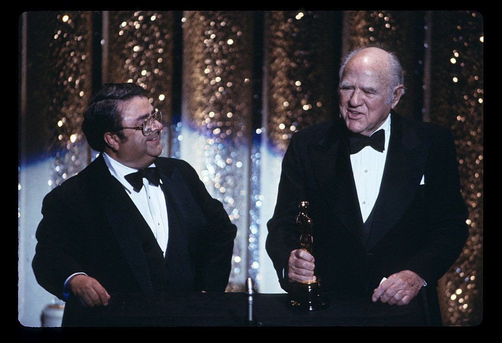 HAL ROACH (R), RECIPIENT OF HONORARY ACADEMY AWARD WITH PRESENTER GEORGE MCFARLAND -- April 09, 1984 | Photo: Getty Images