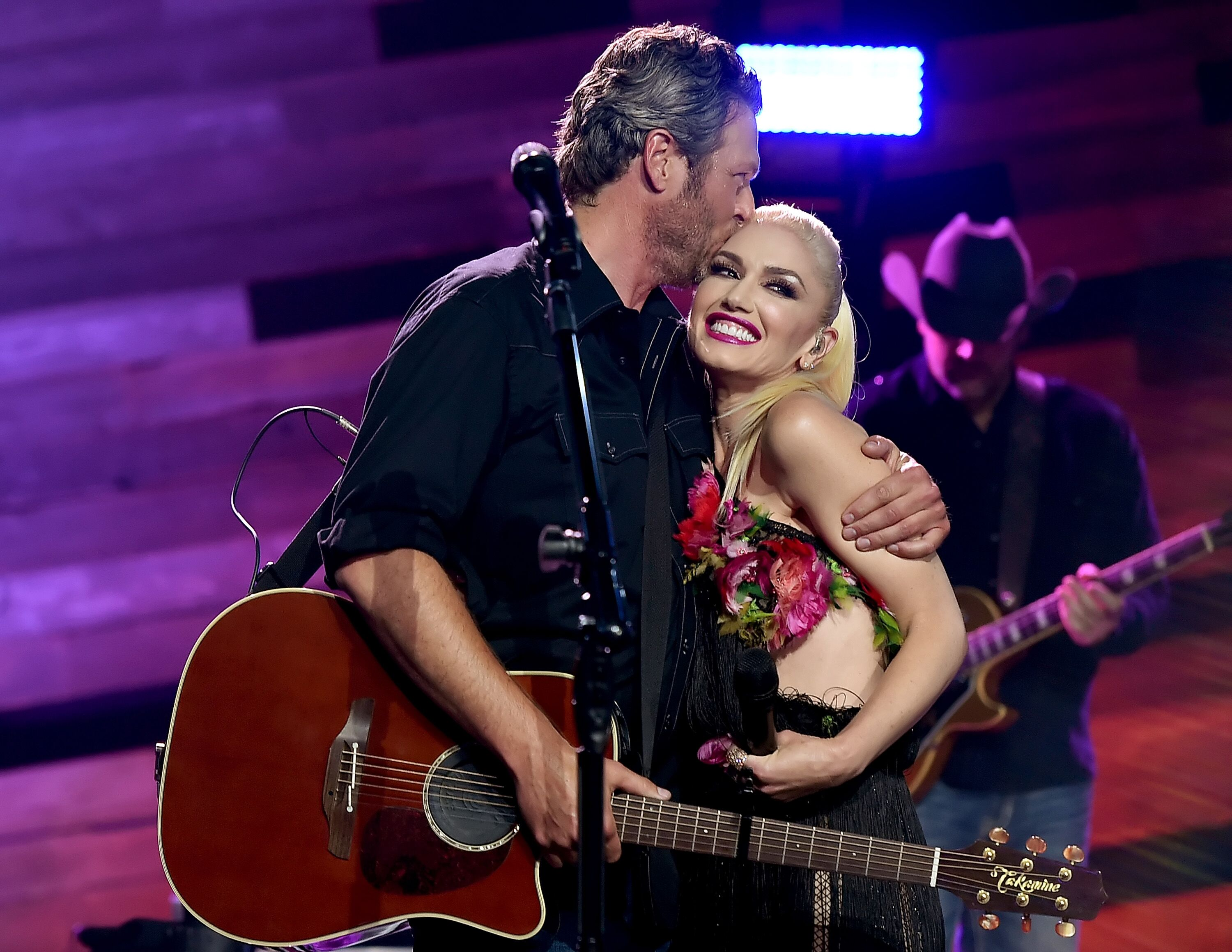 Singers Blake Shelton (L) and Gwen Stefani perform on the Honda Stage at the iHeartRadio Theater  | Getty Images