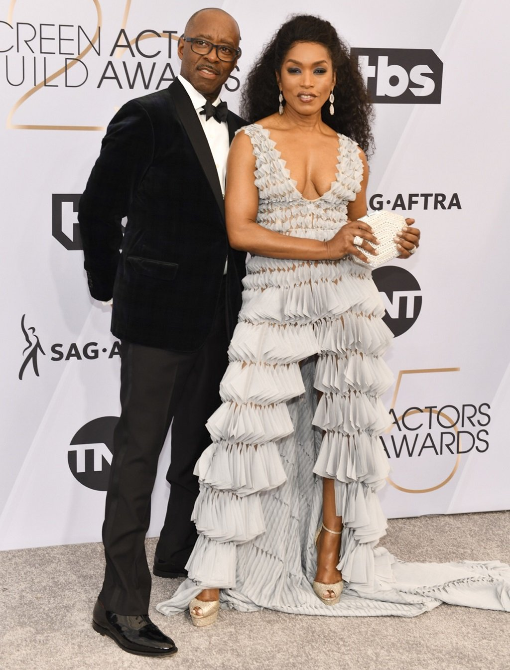 Angela Bassett and husband Courtney B. Vance at the Shrine Auditorium and Expo Hall in Los Angeles for the SAG Awards on January 27, 2019 | Source: Getty Images