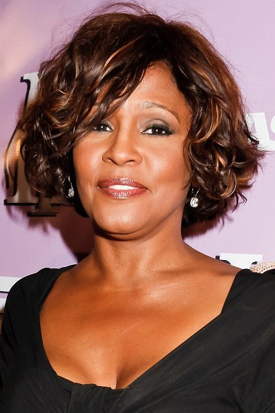Whitney Houston at The love of R&B Grammy Party in Hollywood, California.| Photo: Getty Images.