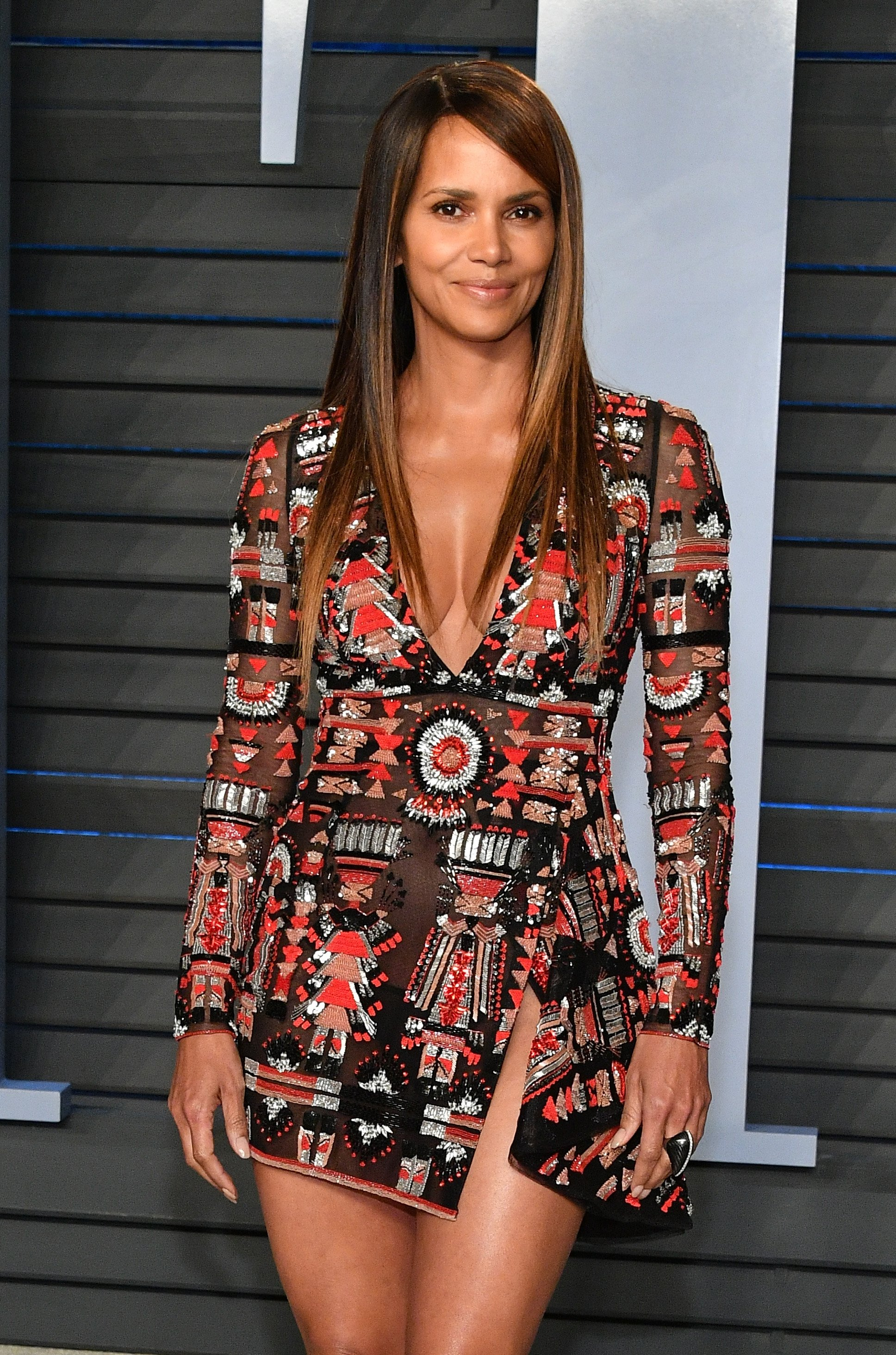 Halle Berry poses at the 2018 Vanity Fair Oscar Party on March 4, 2018 in Beverly Hills, California. | Source: Getty Images