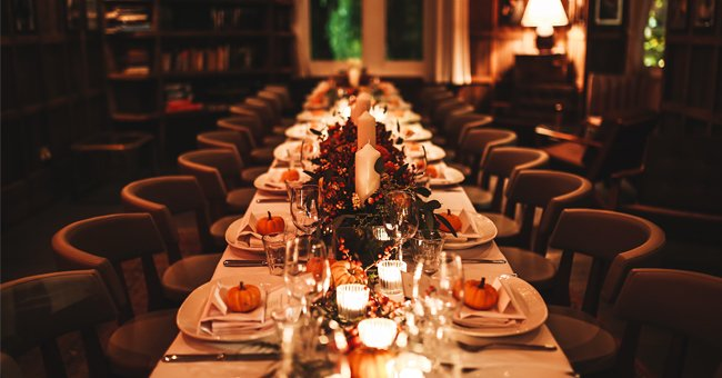Image of an empty dinner table | Photo: Shutterstock
