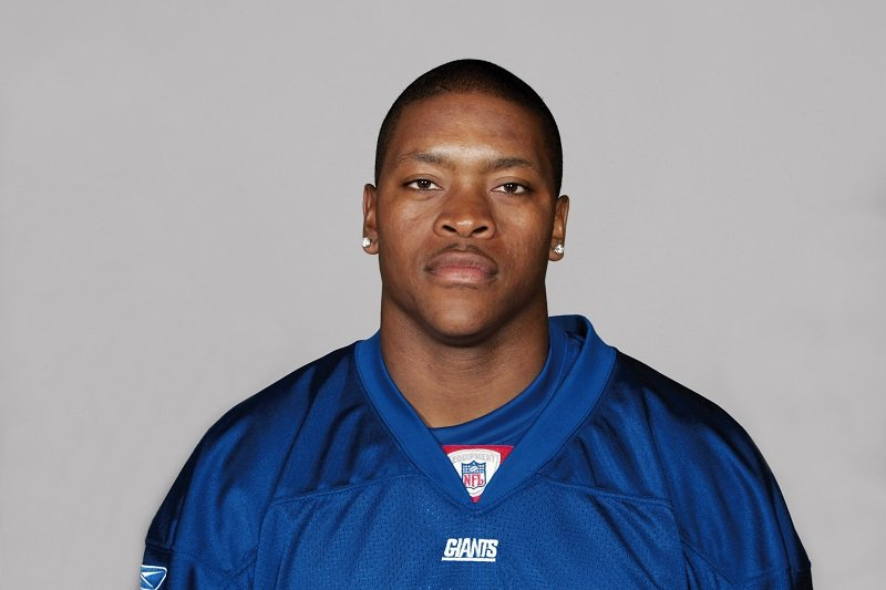 Will Allen of the New York Giants poses for his 2005 NFL headshot in New Jersey | Photo: Getty Images