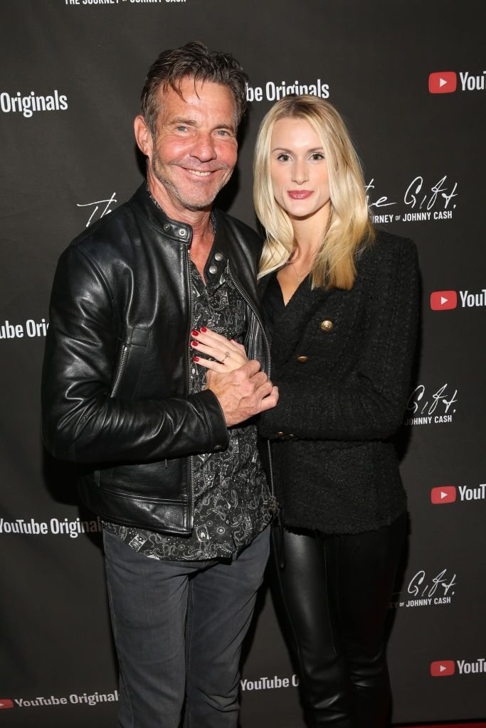 Dennis Quaid et Laura Savoie participent au CASH FEST à l'Auditorium du Mémorial de la guerre le 10 novembre 2019. | Source : Getty Images