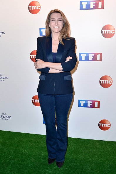 Anne-Claire Coudray assiste à la conférence de presse de l'UEFA à TF1 le 17 mai 2016 à Paris | Photo : Getty Images
