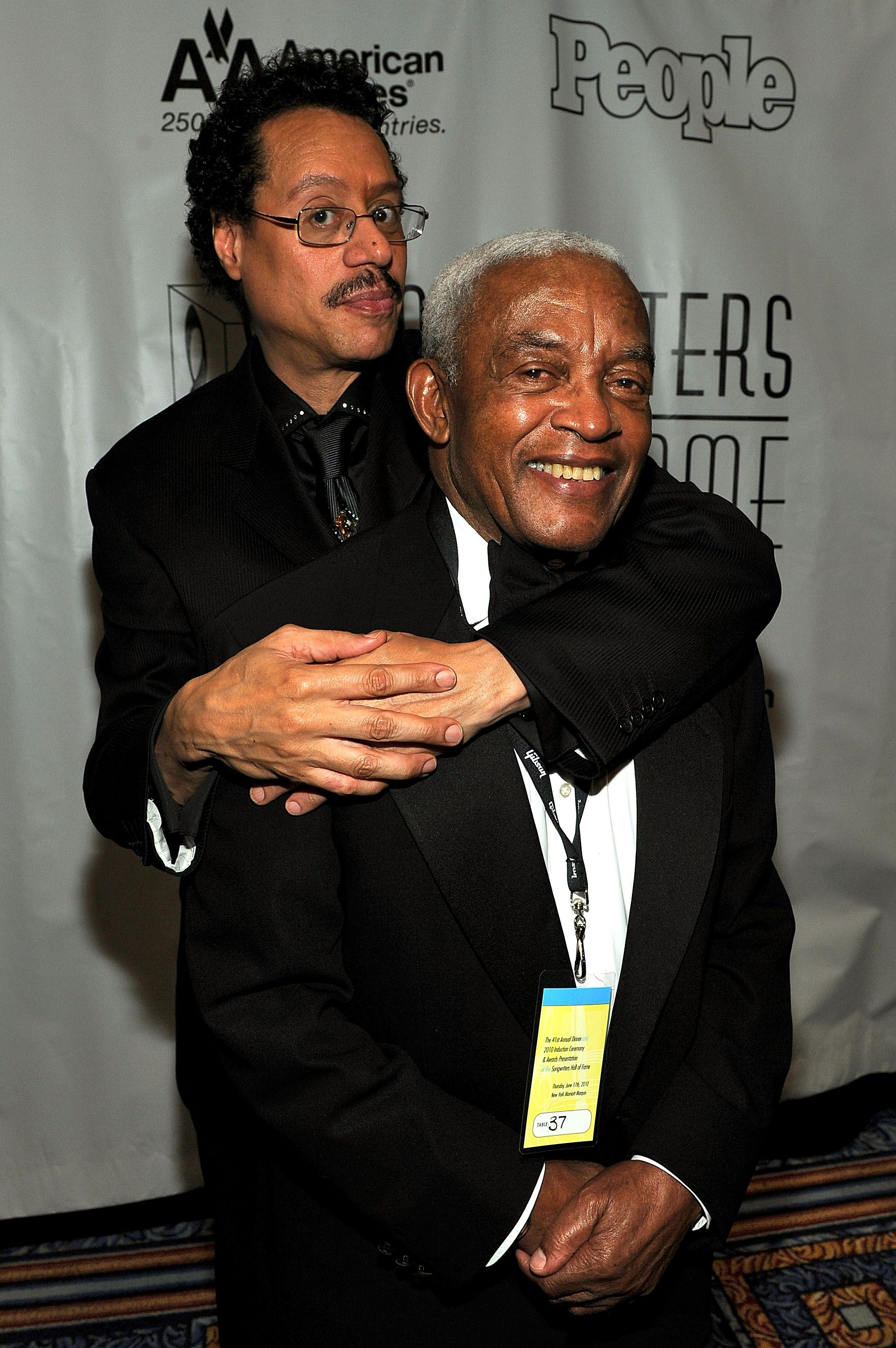 Irving Burgie with Larry Dunn at the 41st Annual Songwriters Hall of Fame Ceremony at The New York Marriott Marquis in New York City | Photo: Getty Images