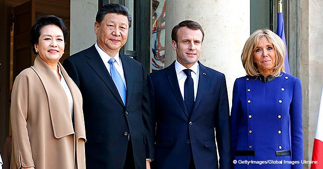 """Brigitte Macron a choisi une robe aux couleurs """"européennes"""" pour le départ du président de la Chine"""