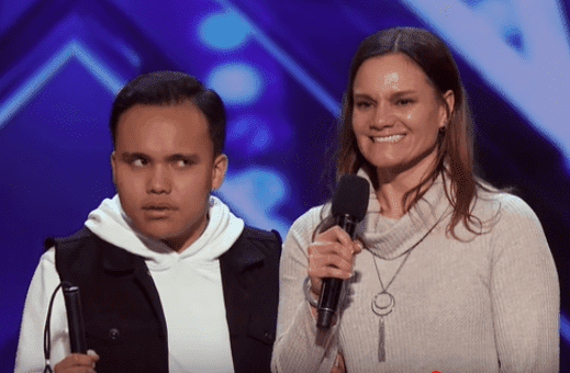 Kodi Lee and his mother speak to the judges during his first audition on America's Got Talent. | Source: Youtube.com/AmericasGotTalent
