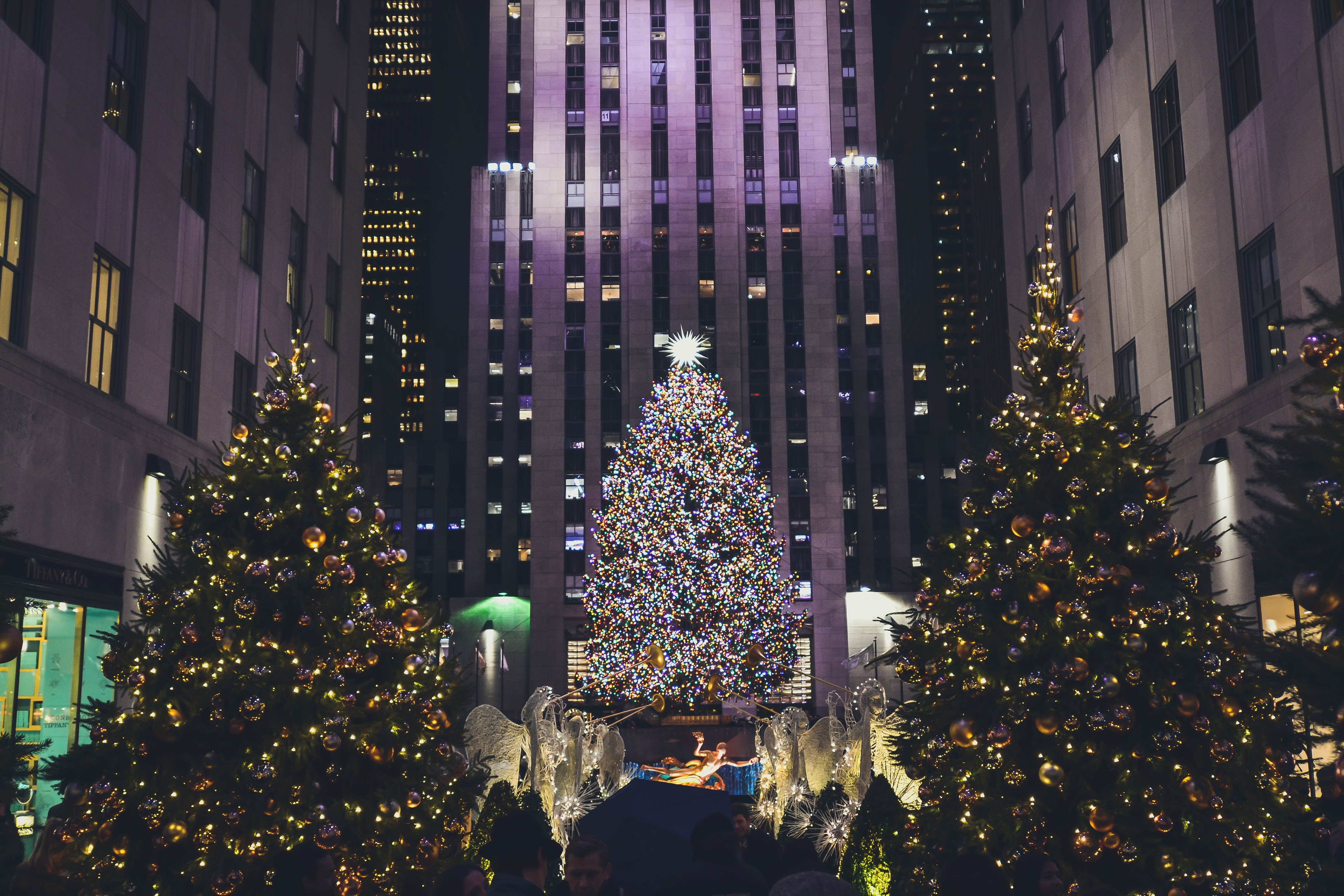 The Rockefeller Center pictured during a previous Christmas with their tree lit. | Source: Unsplash.