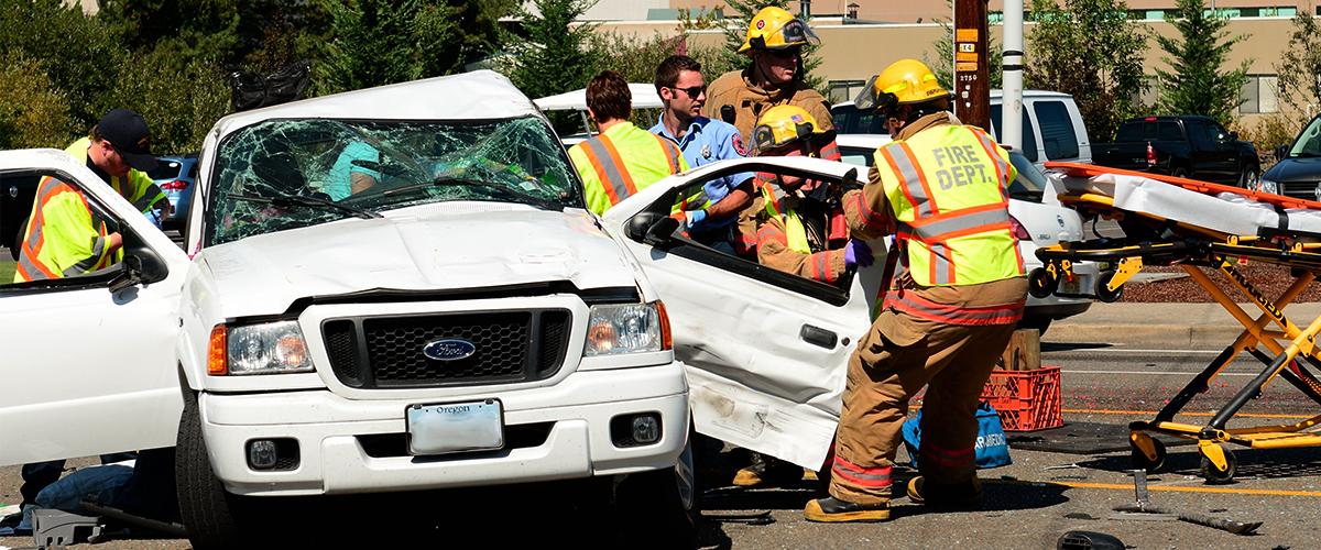 Une voiture percute un mur et fait quatre morts, un blessé dans un état d'urgence absolue