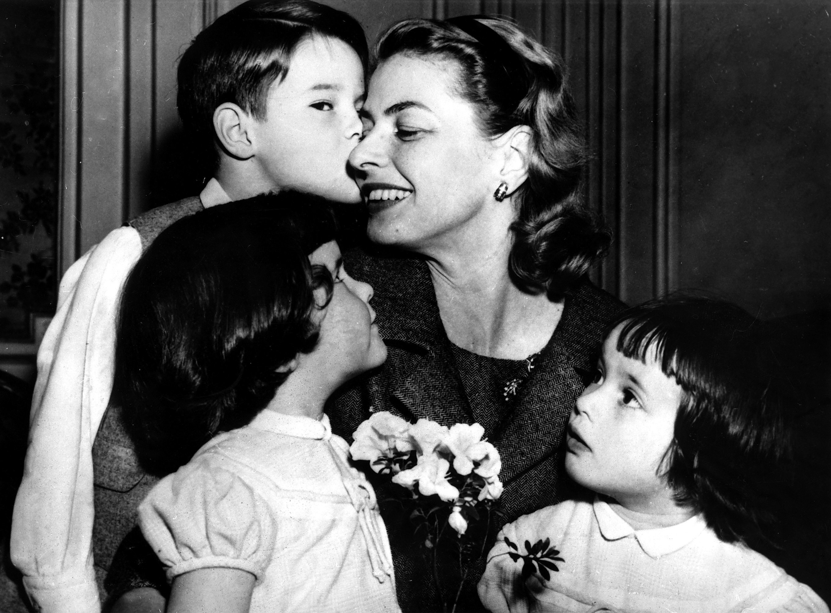 Ingrid Bergman with daughters, Ingrid and Isabella, and son, Renato c.1957. | Source: Getty images