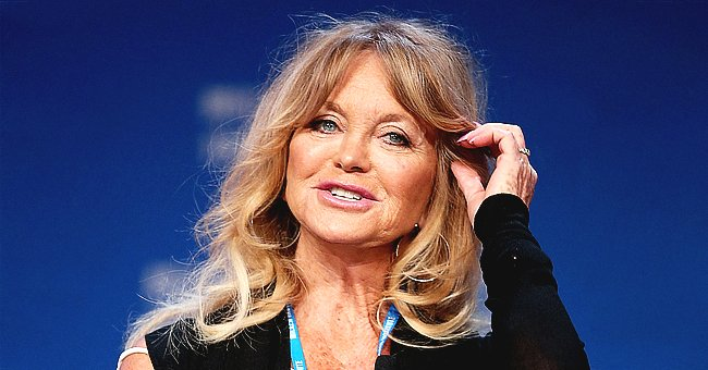 Fans Wonder Why Goldie Hawn Wore a Mask to Decorate Christmas Tree in Her Living Room