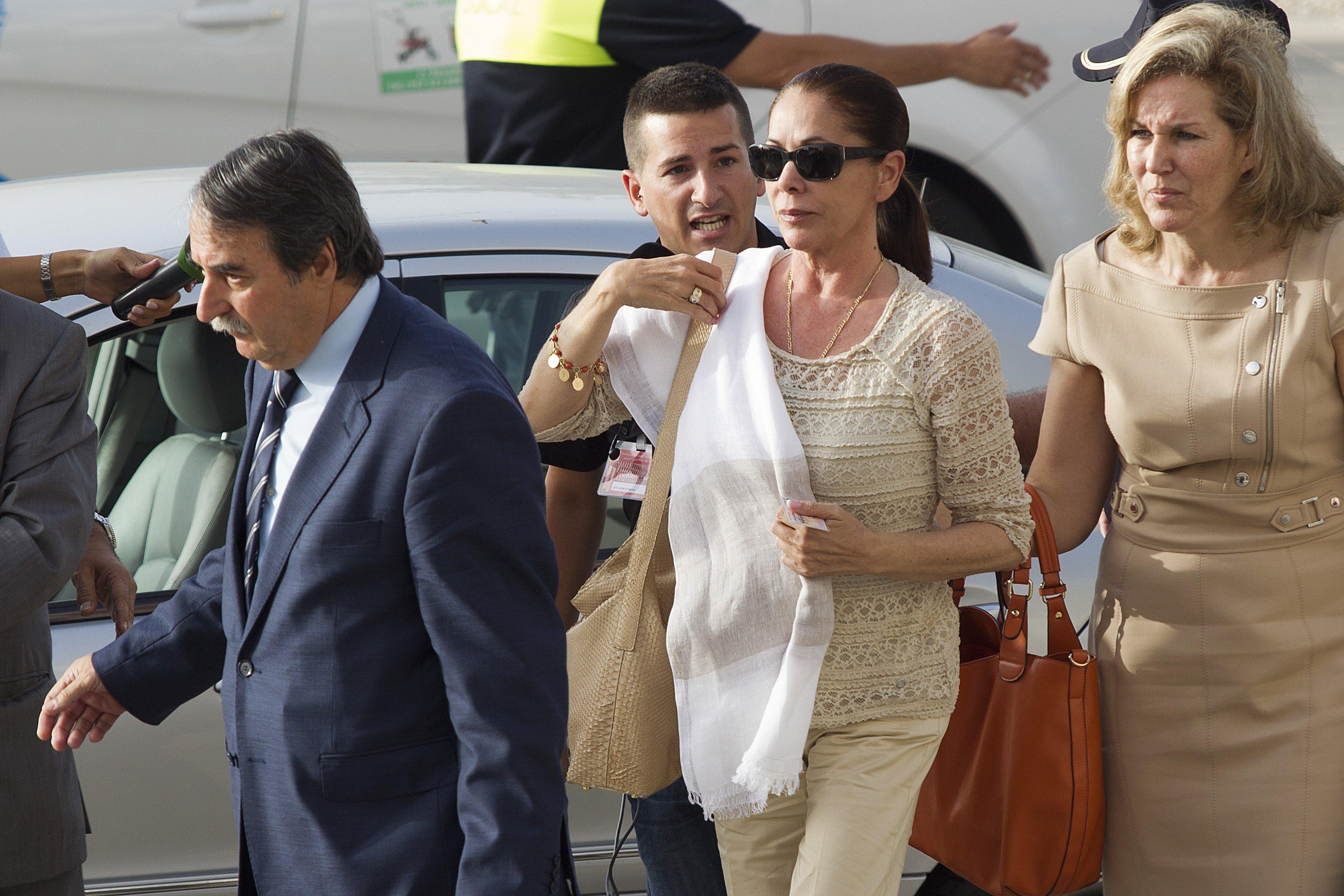 Isabel Pantoja y Julián Muñoz asisten al juicio de corrupción por el caso Malaya en 2012. | Fuente: Getty Images