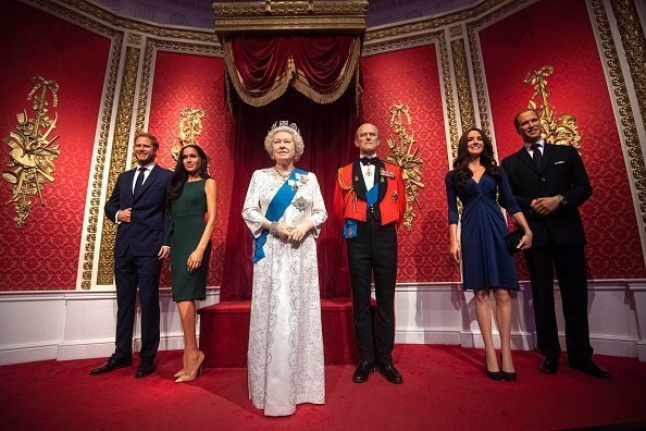 La cire de Madame Tussauds de la Reine, du duc d'Édimbourg, du duc et de la duchesse de Sussex et du duc et duchesse de Cambridge. |  Photo : Getty Images