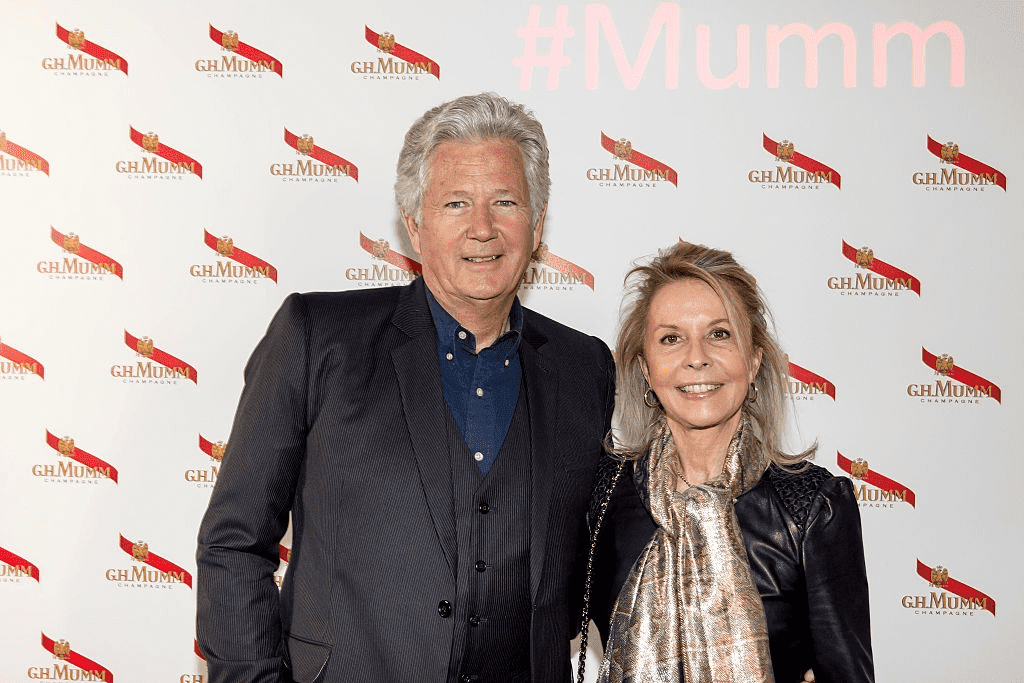 Pierre Dhostel et son épouse Carole Bellemare assistent à la fête du Grand Cordon Mumm au YoYo Club après le Championnat FIA de Formule E 2016 - Prix Paris E, le 23 avril 2016 à Paris, France. | Photo : Getty Images