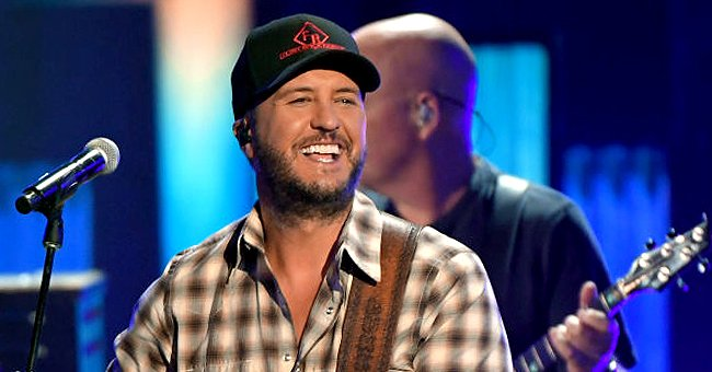 Here's How Luke Bryan Reacted to Winning 'Entertainer of the Year' Award at the ACM 2021
