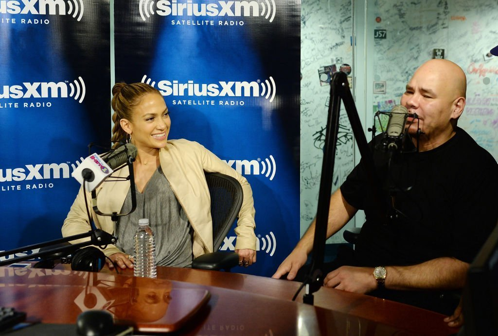 Jennifer Lopez speaks with rapper Fat Joe in the SiriusXM Studios on May 13, 2014 in New York City | Photo: GettyImages