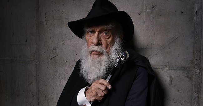James Randi Known as a Magician and Skeptic, Dies at 92 – Glimpse inside His Life and Career