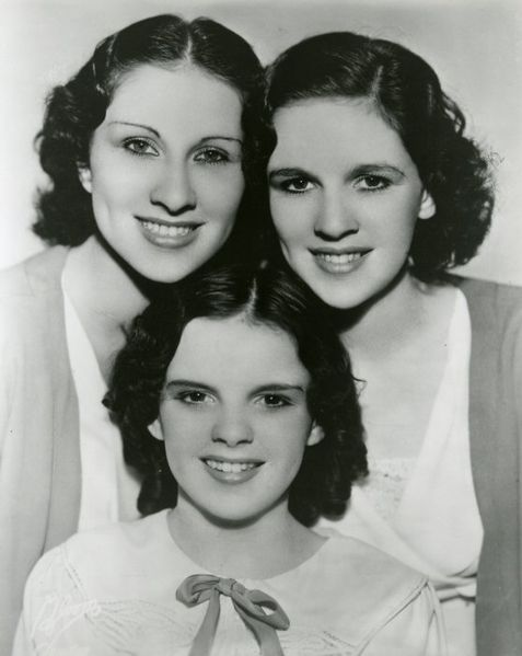 The Garland Sisters. I Image: Wikimedia Commons.