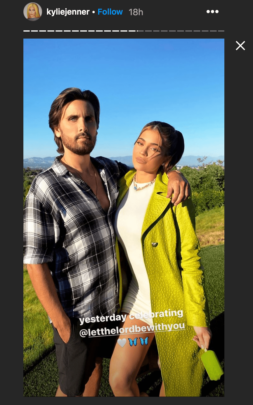 Kylie Jenner held an ice pop and shared an embrace withScott Disick| Source: Instagram.com/kyliejenner