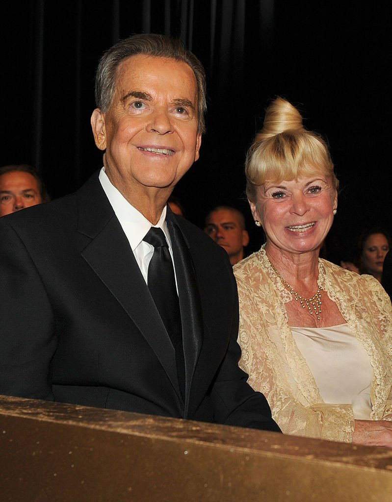 Dick and Kari Clark at the 37th Annual Emmy Awards on June 27, 2010 | Photo: GettyImages