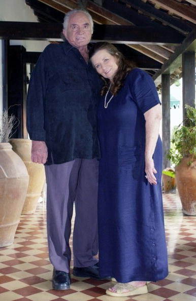 Johnny Cash and June Carter Cash on the set of CMT INSIDE FAME at their home in Jamaica in 2002. | Photo: Getty Images