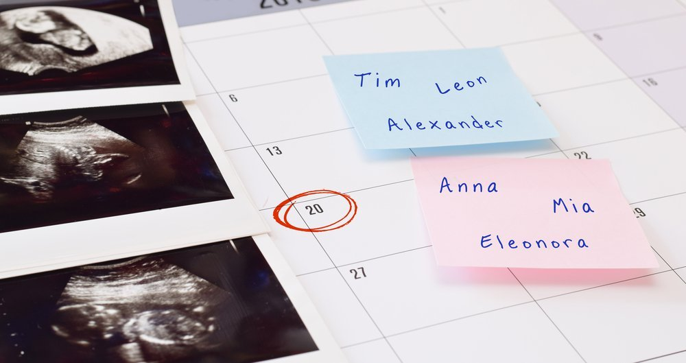 List of names next to ultrasound pics. | Photo: Shutterstock