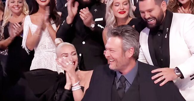 Gwen Stefani Gives Blake Shelton Sweet Kiss after He Wins Single of the Year at The 2019 CMA Awards