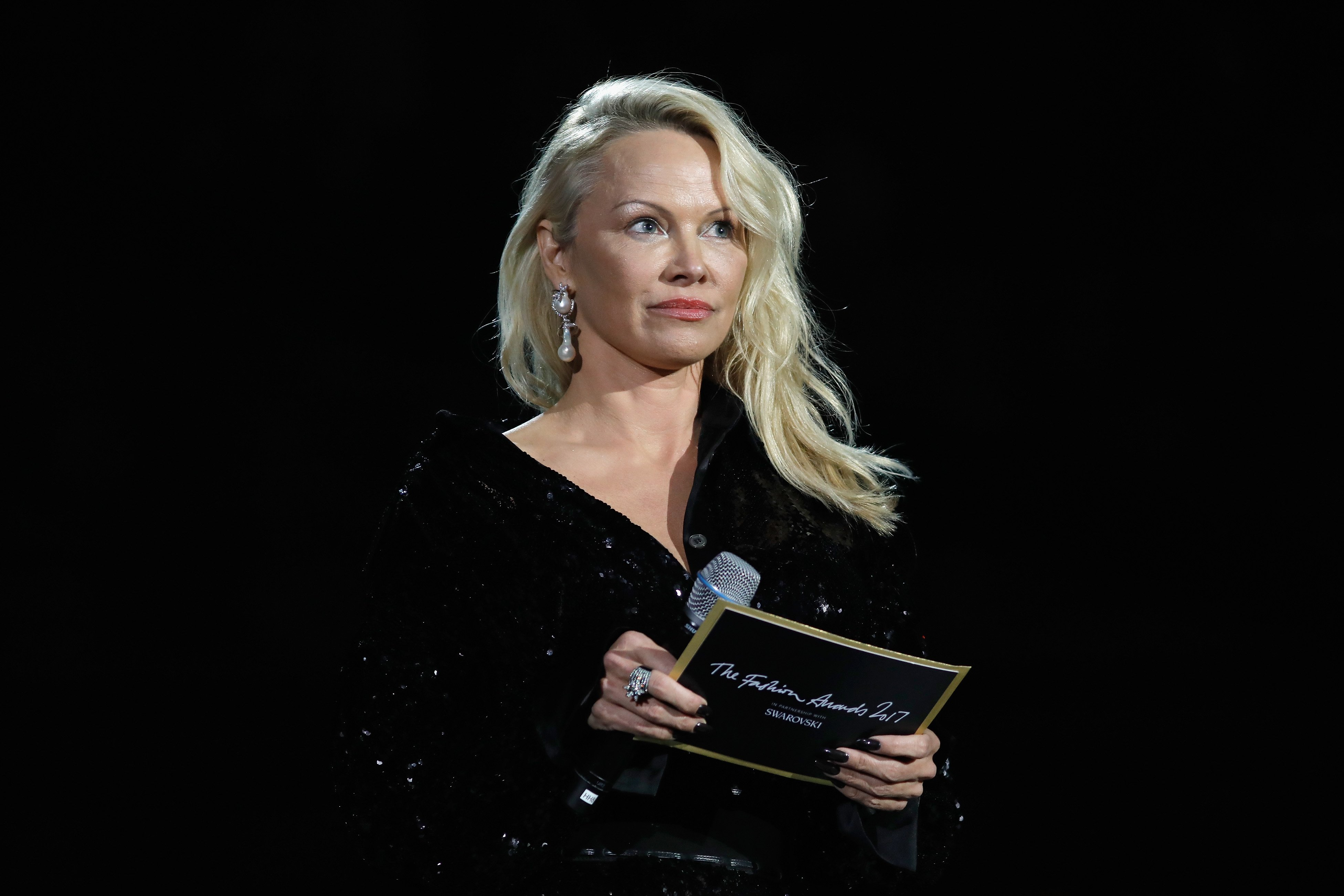 Pamela Anderson presenting an award during The Fashion Awards 2017 at the Royal Albert Hall in London, England | Photo: Getty Images