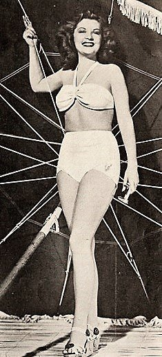 Barbara Bates as a pin up. | Source: Wikimedia Commons.