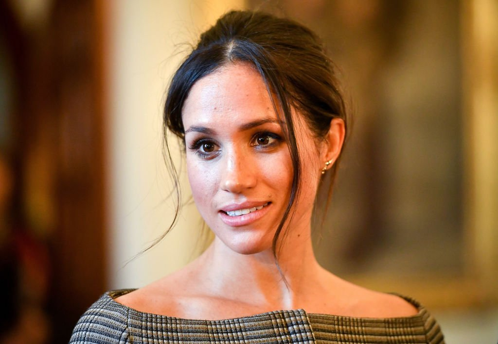 Meghan Markle chats with people inside the Drawing Room on January 18, 2018, in Cardiff, Wales. | Source: Getty Images.