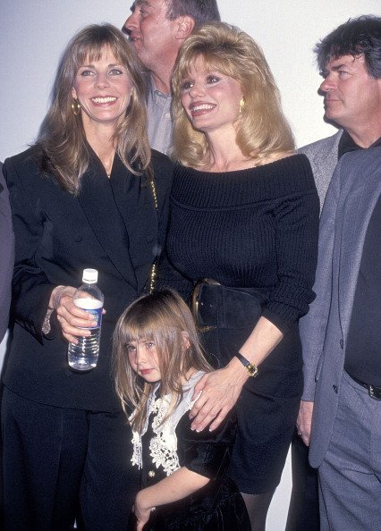 Jan Smithers and daughter Molly Brolin and actress Loni Anderson on March 4, 1994 | Photo: Getty Images