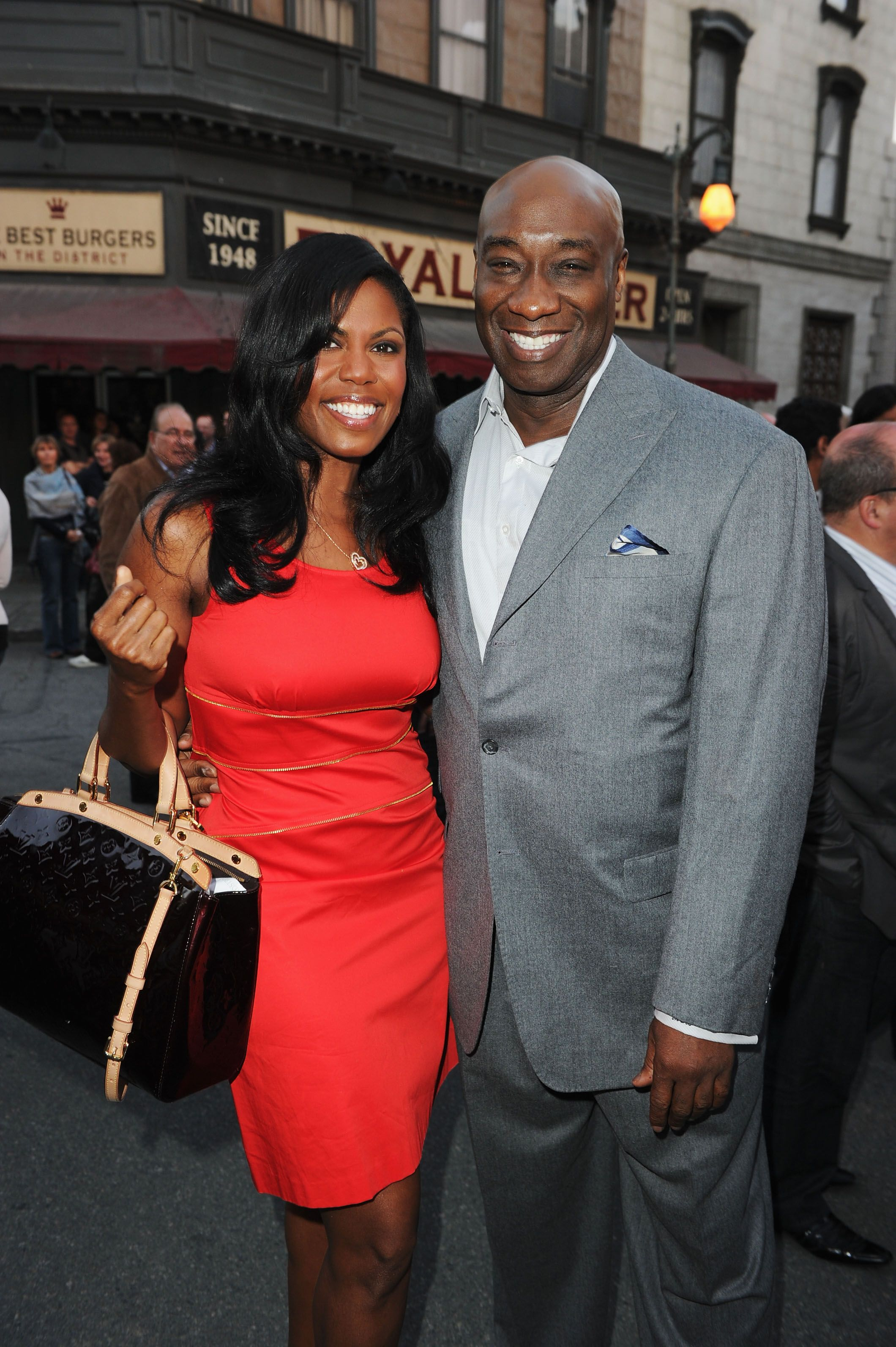 Michael Clarke Duncan embraces Omarosa Manigault on May 26, 2011, in Century City, California | Source: Getty Images