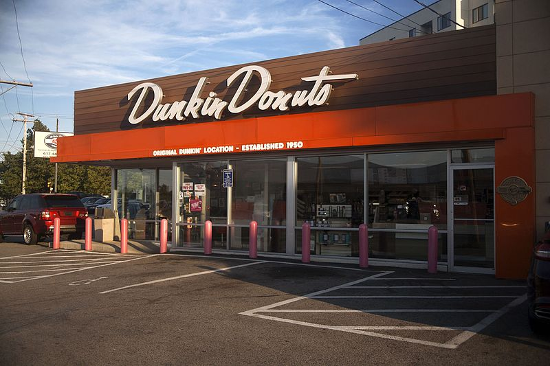 Photo of first Dunkin' Donuts location established in in Quincy, Massachusetts n 1950 | Source: Wikimedia Commons/ Cs302b Clayton Smalley