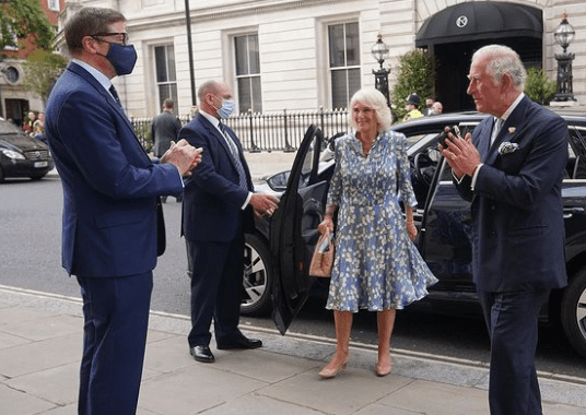 Camilla and Prince Charles arrive at The Royal Opera. | Photo: Instagram/clarencehouse