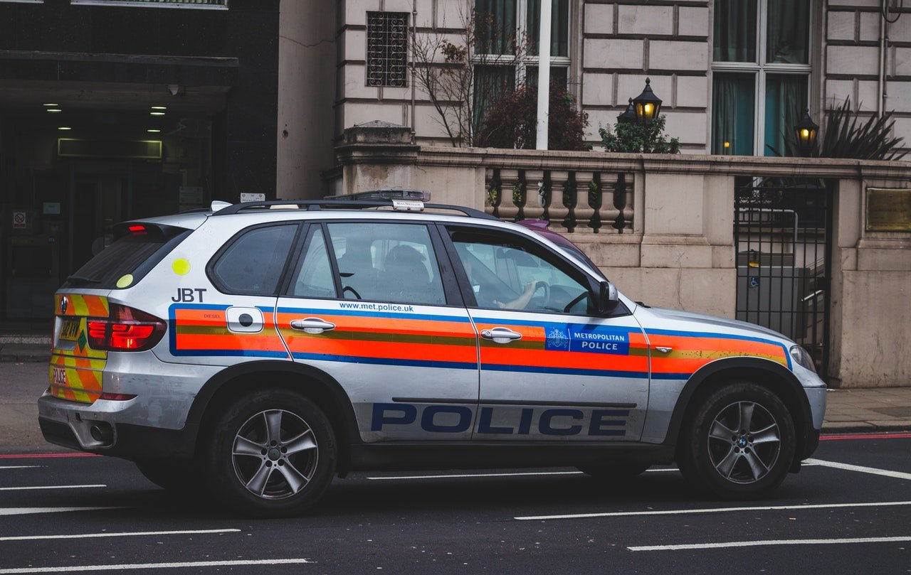 Photo of a police car parked on the road   Photo: Pexels