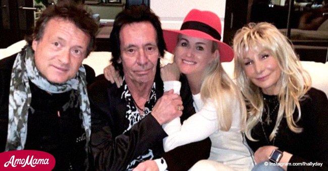 Lors d'une fête avec les amis de Johnny Hallyday, Laeticia lui adresse un message d'amour
