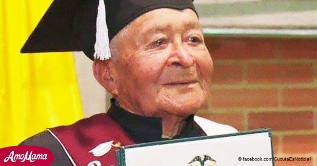 Anciano de 90 años abandonado por sus 7 hijos obtiene su diploma de bachiller
