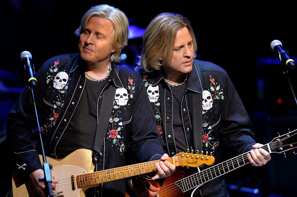 Matthew and Gunnar Nelson perform at their Ricky Nelson Remembered tour in Nashville in October 2015 | Photo: Getty Images